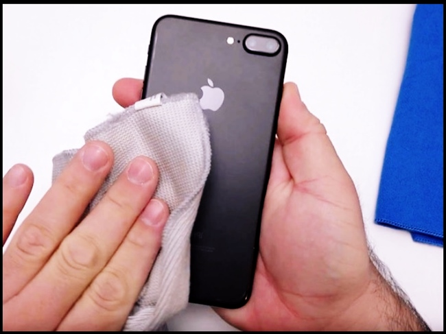 How to clean iPhone, Clean the camera lens